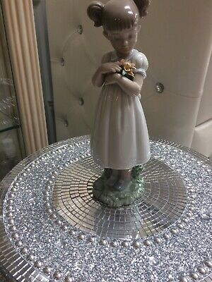 Lladro Girl Perfect Condition • 26£