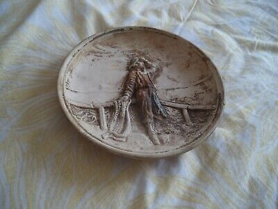 Antique Clay / Pottery Fisherman Plate • 8£