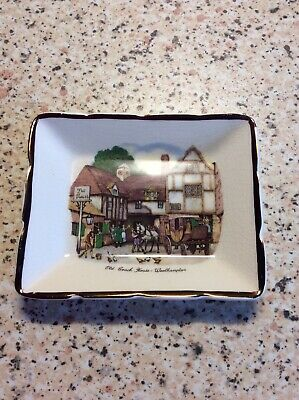Small Decorative Dish. Gray's Pottery For Dunhill, Showing The Old Coach House  • 0.75£