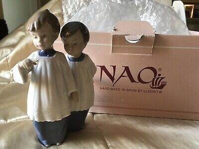 Lladro Nao Figure Of Choir Boys Looking At A Bell. • 3.80£