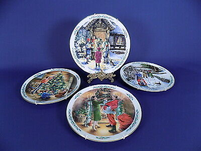 Royal Doulton Family Christmas Plates X 4 With Hangers  • 35£