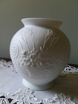Beautiful Signed West German Kaiser Bisque Vase With Flowers. • 14£