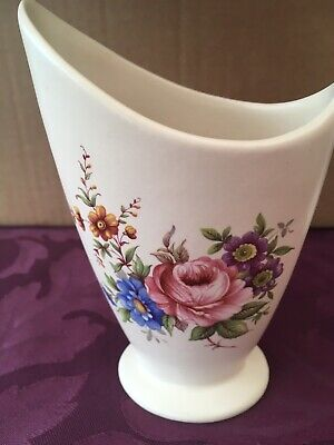 Axe Vale Devon. Vintage, Abstract Stem Vase. Beautiful, • 4£