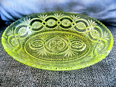19 30/40s Uranium Oval Glass Dish Acid Green With Detailed Platted Decoration   • 10£