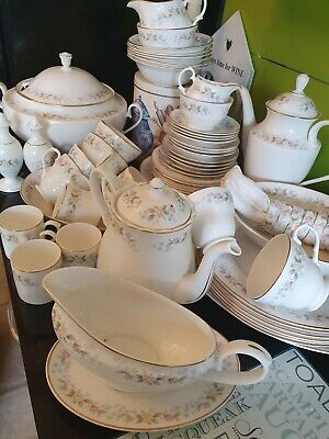 White Bone China Dinner Service • 30£