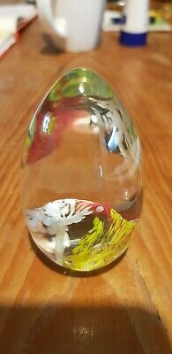 Glass Paperweights • 8£