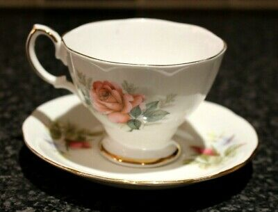 Vintage Rose, Green And Gold Chintz English Teacup And Saucer Fine Bone China • 7.99£