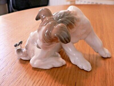 A LOVELY LLADRO 4917  DOG AND BUTTERFLY  FIGURE.  1st QUALITY. • 64.99£