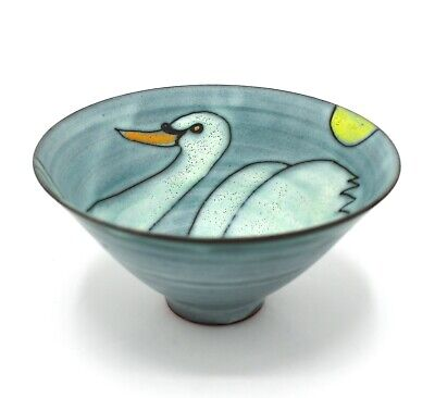 TESSA FUCHS Studio Pottery - Footed Earthenware Swan Bowl • 40£