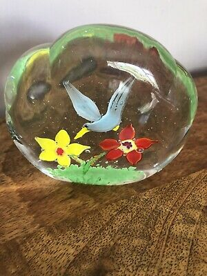 Pretty Glass Bird/Flower Paperweight • 2.99£