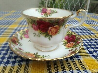 Vintage 1st Quality Royal Albert Vintage  Old Country Roses  Tea Cup & Saucer • 4£