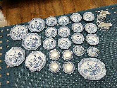 Royal Staffordshire Willow Pattern, Ironstone J & G Meakin 1970's Dining Service • 135£