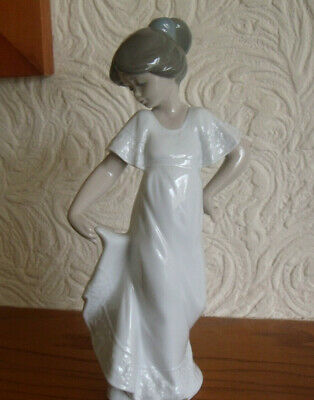 NAO Made In Spain By Lladro - Girl Holding Dress  How Pretty  No.1110 - VGC • 19.99£
