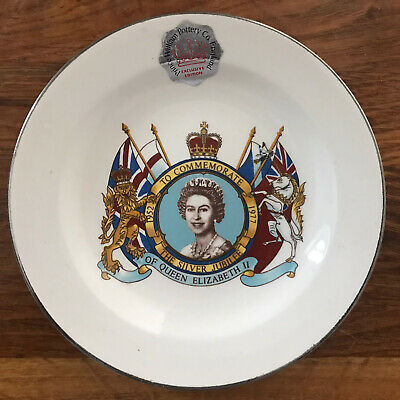 The Silver Jubilee Of Queen Elizabeth Plate - Prince William Pottery Company • 1.25£