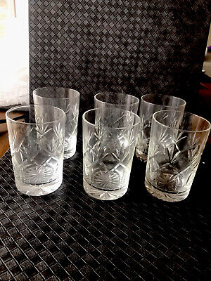 6 Small Crystal Glasses • 3.20£