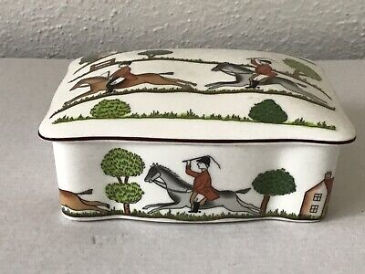 Crown Staffordshire Hunting Scene Butter Dish • 15.70£