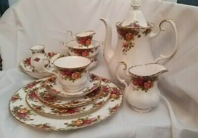 Royal Albert Old Country Roses Various Cups, Saucers , Plates, Teapot Etc  • 13.95£