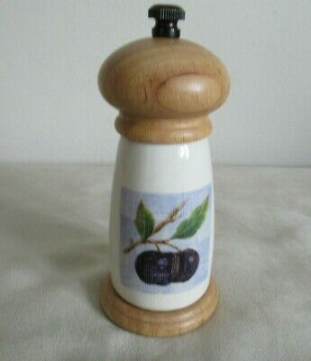 Marks & Spencer ~  Wild Fruits ~ Pepper Mill • 9£
