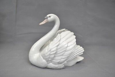 Vintage Lladro Swan With Wings Spread  5231 Hand Made In Spain C1983  • 95£