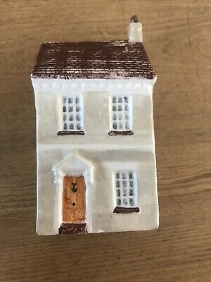 Craftwright England Model Pottery Town House. • 4.40£