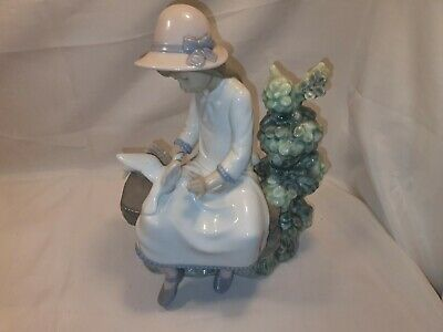Nao Girl With Dove On Bench #383 Clearance Auction 9.99 Start No Reserve • 9.99£