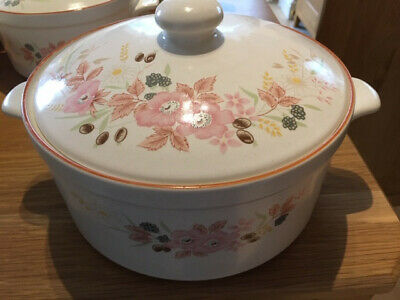 Vintage  Boots Hedge Rose 4 Pint  Casserole Dish With Lid  • 4.99£