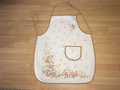 BOOTS HEDGE ROSE   APRON Used But In Great Condition • 3.50£