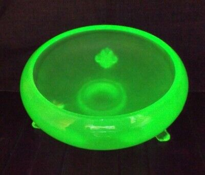 Small Vintage Pressed Frosted Uranium Green Glass Footed Bonbon Dish • 4.20£