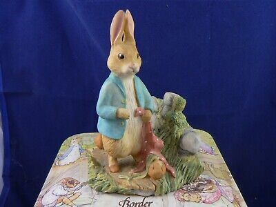 Border Fine Arts  PETER RABBIT IN THE GARDEN BP1  • 49.99£