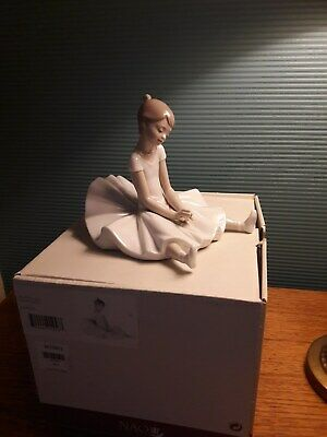 Nao By Lladro 'dreamy Girl' Boxed Flower Missing • 10.50£