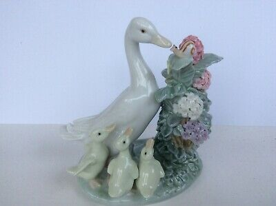 LLADRO 1439  'How Do You Do'. Figure Of Duck, Ducklings And Snail • 40£