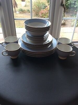 Royal Doulton Dinner Set - Never Used  • 45£