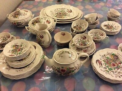 Royal Doulton Hampshire D6141 Dinner Service Including Platters And Bowls • 225£