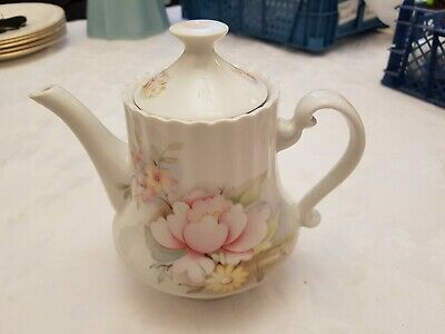Lovely Small Pink Orchids Tea Pot - 4 Cup Size. • 9.99£
