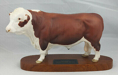 Beswick Polled Hereford Bull Model No. A2574 Connoisseur Model – Wooden Plinth • 250£