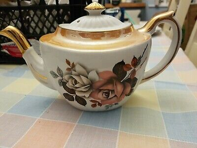 Lovely Vintage Gibson Peach And Gold Roses Tea Pot  • 19.99£