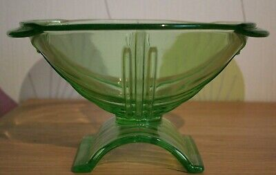 Mid Century Deco Style Art Pressed Glass Bowl In Green - 10  Long X 5  Height • 16.99£