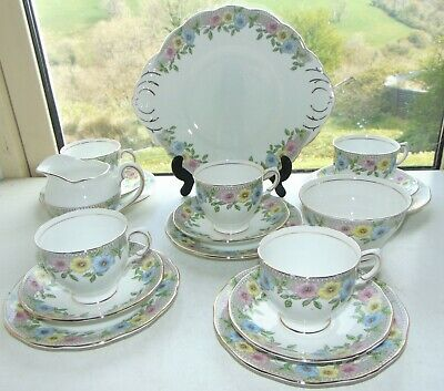 Salisbury Fine China Stanhope  Pattern 18 PC Cups Saucers Plates Bowl Jug Floral • 45£