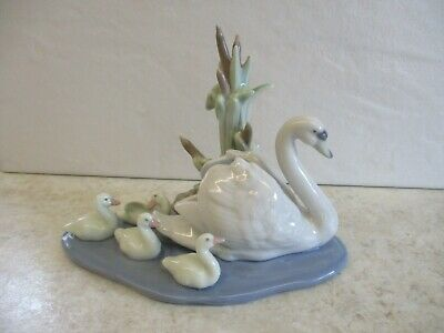 Lladro Swan With Cygnets...5722 'Follow Me' Made In Spain Lovely • 39.95£
