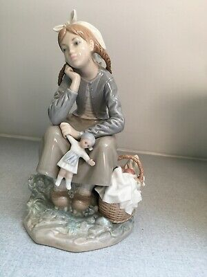 Beautiful Lladro Figurine - Girl - Excellent Condition  • 25£