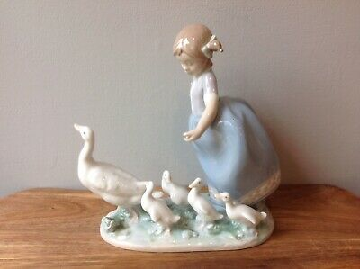Lladro 'Hurry Now #5503 1987 Girl With Ducks • 14.50£