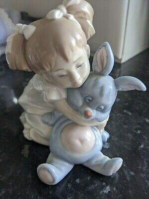 Nao Girl With Rabbit Figurine • 11.50£