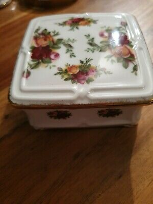 Royal Albert Old Country Roses Square Trinket Box • 8£