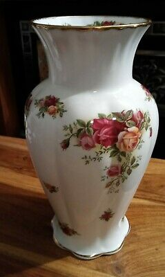 Royal Albert  Old Country Roses  Tall Vase- 1962 Edition • 12£