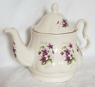 Beautiful Flowery Teapot,hardly Used,in Great Condition,no Damage At All • 4£