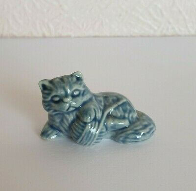 TOM SMITH CRACKERS Wade WHIMSIE CAT COLLECTION 1996-97 - KITTEN LYING - EX CON • 2£