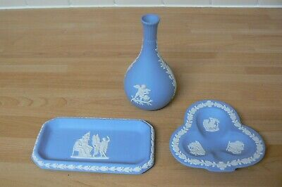 3 Pieces Of Pale Blue Wedgwood Jasperware - Bud Vase And 2 Trinket Trays • 4£