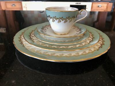 5 Piece Place Setting Aynsley 8224 Pale Green With Gold  Scallop Rim • 35£