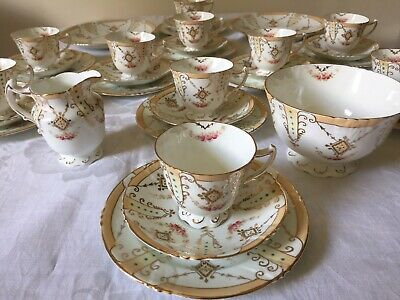 VINTAGE QUEENS CHINA 34 Piece Tea Set. GW & Sons. Richly Gilded. Hand Painted.  • 120£