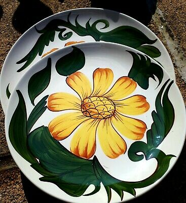 Wade Plate / Flower Decoration                • 5£